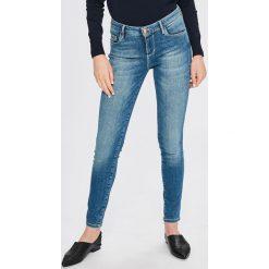 Guess Jeans - Jeansy Annette. Niebieskie jeansy damskie rurki Guess Jeans, z aplikacjami, z bawełny. Za 459,90 zł.