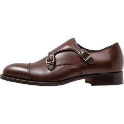 J.LINDEBERG DOUBLE MONK WITH TOE CAP Eleganckie buty brown. Brązowe buty wizytowe męskie J.LINDEBERG, z materiału. Za 1049,00 zł.