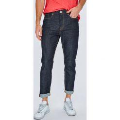 Review - Jeansy. Niebieskie jeansy męskie z dziurami Review. W wyprzedaży za 119,90 zł.