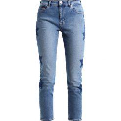 Tommy Jeans HIGH RISE IZZY Jeansy Slim Fit galaxy blue. Niebieskie jeansy damskie marki Tommy Jeans. W wyprzedaży za 389,35 zł.