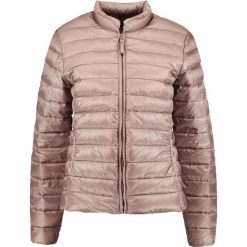 Opus HANAH POWDER Kurtka puchowa soft walnut. Różowe kurtki damskie puchowe Opus, z materiału. W wyprzedaży za 381,75 zł.