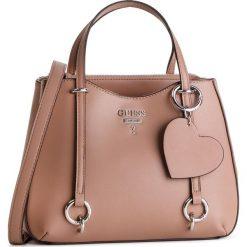 Torebka GUESS - HWVY7 170050  TAU. Brązowe torebki klasyczne damskie Guess, z aplikacjami, ze skóry ekologicznej. Za 589,00 zł.