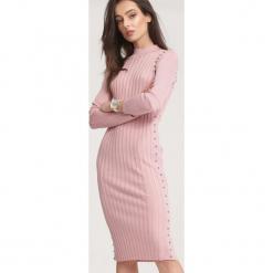 Różowa Sukienka Powder Grey. Różowe sukienki dzianinowe marki numoco, l, z dekoltem w łódkę, oversize. Za 89,99 zł.