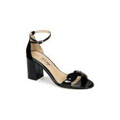 Sandały Betty London  ITARIME. Czarne sandały damskie marki Betty London. Za 287,20 zł.