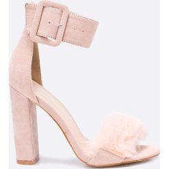 Public Desire - Sandały. Czerwone sandały damskie na słupku marki Casu, w ażurowe wzory. W wyprzedaży za 89,90 zł.
