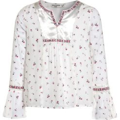 Abercrombie & Fitch EMBROIDERED SHINE  Bluzka white grounded floral. Białe t-shirty chłopięce Abercrombie & Fitch, z bawełny. Za 179,00 zł.