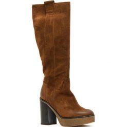 Skórzane kozaki w kolorze brązowym. Szare buty zimowe damskie marki Marco Tozzi. W wyprzedaży za 439,95 zł.