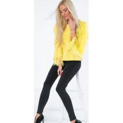 Sweter dekolt w łódkę z frędzlami żółty MISC4540. Żółte swetry klasyczne damskie Fasardi, z dekoltem w łódkę. Za 109,00 zł.