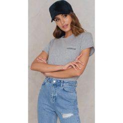 T-shirty damskie: Statement By NA-KD Influencers T-shirt Noholita – Grey
