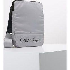 Torby na ramię męskie: Calvin Klein MATTHEW FLAT CROSSOVER Torba na ramię grey