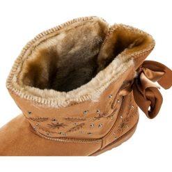 Zamszowe śniegowce. Białe buty zimowe damskie marki KYLIE. Za 89,90 zł.