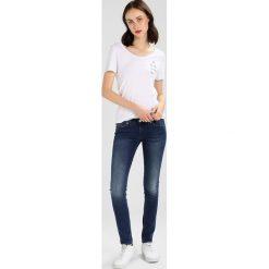 T-shirty damskie: Juvia TO THE MOON AND BACK Tshirt z nadrukiem white