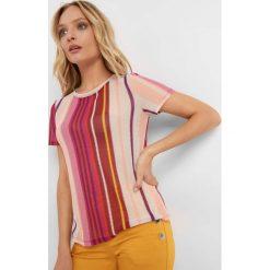 Koszulka z siateczki w paski. Czerwone bluzki nietoperze marki Orsay, s, w kolorowe wzory, z poliesteru, z okrągłym kołnierzem, z krótkim rękawem. W wyprzedaży za 15,00 zł.