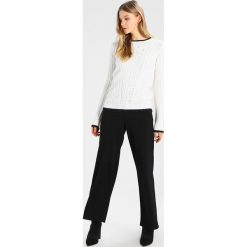 Swetry klasyczne damskie: Dorothy Perkins TIPPED FRILL CABLE JUMPER Sweter ivory