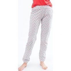Etam - Spodnie piżamowe. Białe piżamy damskie marki MEDICINE, z bawełny. W wyprzedaży za 59,90 zł.