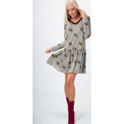 Sukienka z koronką we wzory miodowa 15070. Czarne sukienki marki Fasardi, m, z dresówki. Za 49,00 zł.