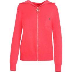 Czerwony Kardigan It's Your Choice. Szare swetry klasyczne damskie marki Reserved, m, z kapturem. Za 79,99 zł.