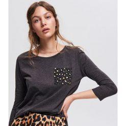 T-shirt z nadrukiem - Szary. Szare t-shirty damskie Reserved, l, z nadrukiem. Za 39,99 zł.