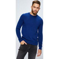 Calvin Klein Jeans - Sweter. Niebieskie swetry klasyczne męskie Calvin Klein Jeans, l, z bawełny, z okrągłym kołnierzem. Za 399,90 zł.