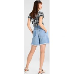 Bermudy damskie: Ksenia Schnaider HIGH WAISTED Szorty jeansowe light blue