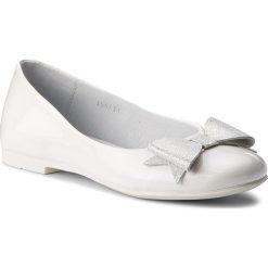 Baleriny RENBUT - 33-4357 Biały. Białe baleriny dziewczęce marki Born2be, z materiału, na sznurówki. W wyprzedaży za 139,00 zł.