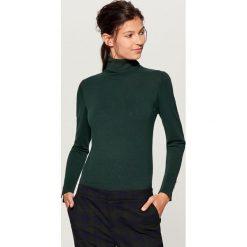 Swetry damskie: Gładki sweter z golfem - Khaki