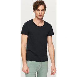 T-shirty męskie: T-shirt basic z podwiniętym rękawem – Czarny