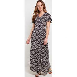 Sukienki: Sukienka rozkloszowana, rozszerzana, w graficzny wzór, długa