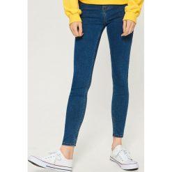 Jeansy skinny mid waist - Niebieski. Niebieskie spodnie z wysokim stanem marki Sinsay, z jeansu. Za 39,99 zł.