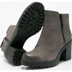 Vagabond - Botki. Szare buty zimowe damskie marki Vagabond, z materiału, z okrągłym noskiem, na obcasie. W wyprzedaży za 269,90 zł.