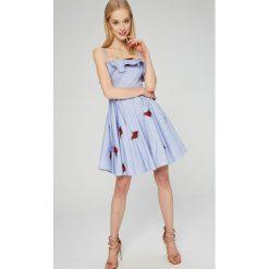 Guess Jeans - Sukienka Ciara. Niebieskie sukienki mini marki bonprix, z nadrukiem, na ramiączkach. W wyprzedaży za 399,90 zł.