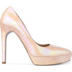 Czółenka VIOLETT. Czerwone buty ślubne damskie Gino Rossi, z lakierowanej skóry, na szpilce. Za 69,90 zł.