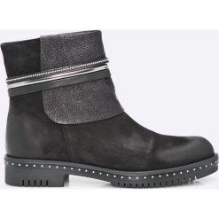 Carinii - Botki. Czarne buty zimowe damskie marki Kazar, ze skóry, na wysokim obcasie, na obcasie. W wyprzedaży za 219,90 zł.