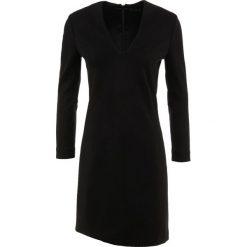 DRYKORN JILIAN Sukienka z dżerseju black. Czarne sukienki z falbanami DRYKORN, z dżerseju. Za 749,00 zł.