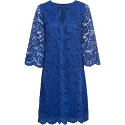 Sukienka z koronką bonprix ciemnoniebieski. Niebieskie sukienki koronkowe marki bonprix, w koronkowe wzory, rozkloszowane. Za 109,99 zł.
