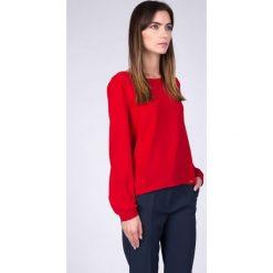 Bluzki damskie: Czerwona tkaninowa bluzka z dekoltem łódka QUIOSQUE