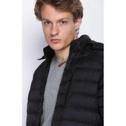 Czarna Kurtka Drive With Me. Czarne kurtki męskie pikowane marki Born2be, m, z nadrukiem, z dresówki, z kapturem. Za 159,99 zł.