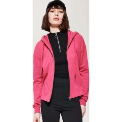 Bluzy rozpinane damskie: Gładka bluza z kapturem - Różowy