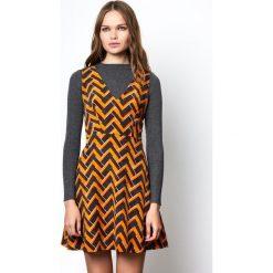 Sukienki hiszpanki: Krótka rozszerzana, rozkloszowana sukienka bez rękawów