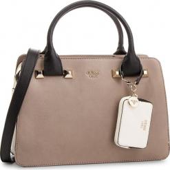 Torebka GUESS - HWUG68 61060 TAN MULTI. Brązowe torebki klasyczne damskie Guess, z aplikacjami, ze skóry ekologicznej. Za 679,00 zł.