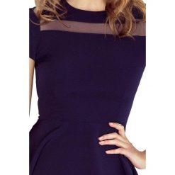 Giulia Sukienka midi z tiulowymi pasami - granatowa. Niebieskie sukienki hiszpanki morimia, s, w paski, z tiulu, midi. Za 189,99 zł.