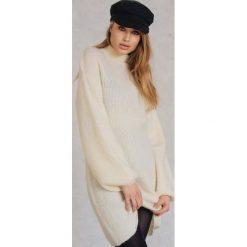 Swetry oversize damskie: Qontrast X NA-KD Dzianinowy sweter oversize – White,Offwhite