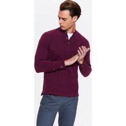 T-SHIRT MĘSKI ZE STÓJKĄ I OZDOBNYMI GUZIKAMI. Szare t-shirty męskie marki Ombre Clothing, m, z nadrukiem, z bawełny, ze stójką. Za 29,99 zł.