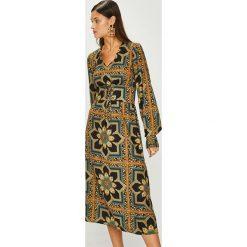 Answear - Sukienka Heritage. Brązowe długie sukienki marki ANSWEAR, na co dzień, m, w paski, z poliesteru, casualowe, proste. W wyprzedaży za 179,90 zł.