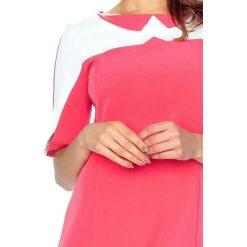 Marta– sukienka z kołnierzykiem koral. Czerwone sukienki balowe Bergamo, do pracy, z materiału, z klasycznym kołnierzykiem. Za 166,99 zł.