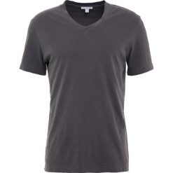 James Perse VNECK TEE Tshirt basic pollock. Szare t-shirty męskie James Perse, l, z bawełny. Za 379,00 zł.