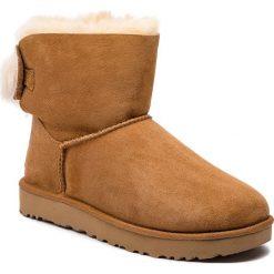 Buty UGG - W Fluff Bow Mini 1094967 W/Che. Szare buty zimowe damskie marki Ugg, z materiału, z okrągłym noskiem. Za 919,00 zł.