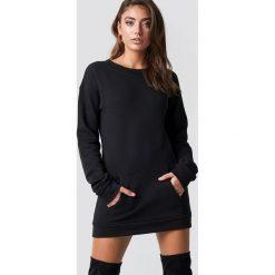 Pamela x NA-KD Długa bluza - Black. Czarne bluzy rozpinane damskie Pamela x NA-KD, z materiału, z długim rękawem, długie. Za 202,95 zł.