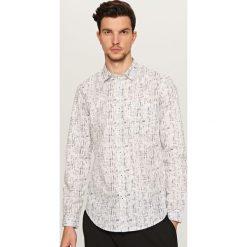 Wzorzysta koszula - Biały. Białe koszule męskie marki Reserved, l. W wyprzedaży za 19,99 zł.