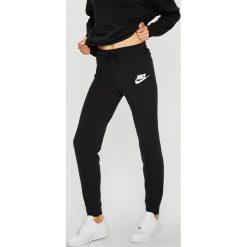 Nike Sportswear - Spodnie. Szare bryczesy damskie Nike Sportswear, s, z bawełny. W wyprzedaży za 179,90 zł.